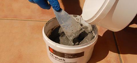 Preparare CS-stuck aggiungendo acqua pulita, mescolando lentamente.